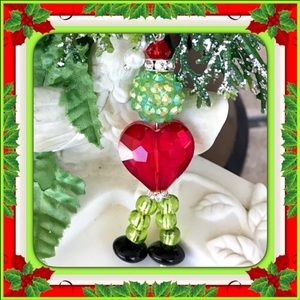 🎄🎁🎄GRINCH WITH HEART PENDANT 🎄🎁🎄